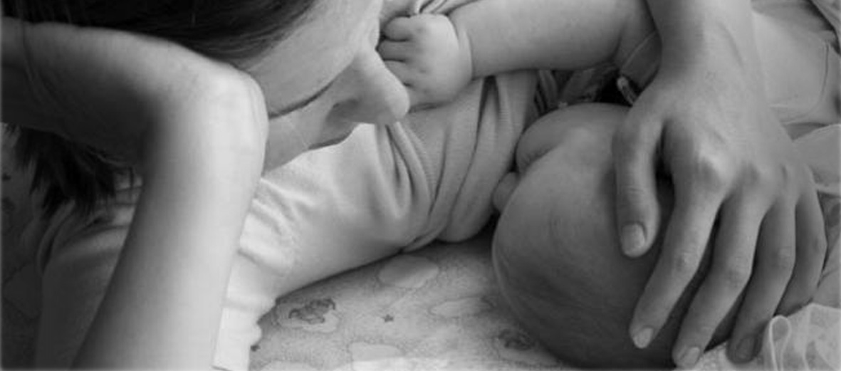 baby mom breastfeeding